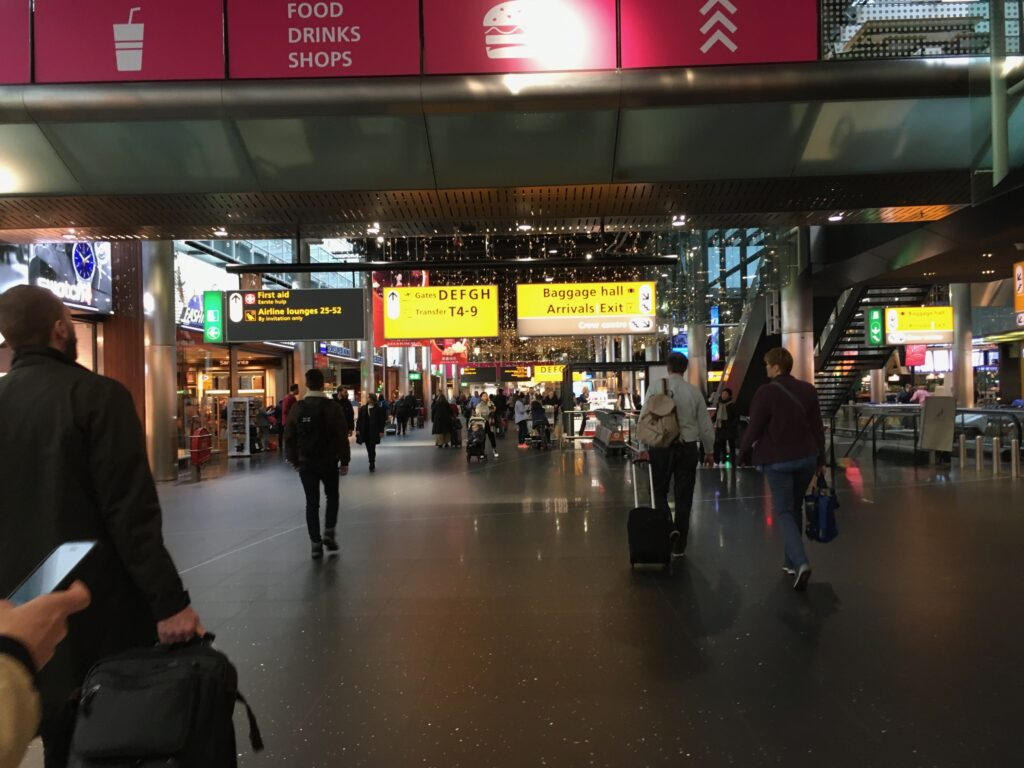 Shops and restaurants AMS airport